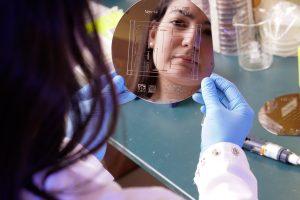 2018 MSTP graduate Layla Barkal in David Beebe's lab (BME graduate program). (Photo by UW Health communications)